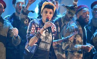 La chanteuse Imany, lors de la cérémonie des 32eme Victoires de la Musique, en direct du Zénith et diffusée sur France 2.