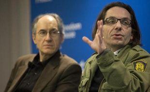 Le rédacteur en chef de Charlie Hebdo Gérard Biard et le journaliste Jean-Baptiste Thoret à Washington, le 1er mai 2015