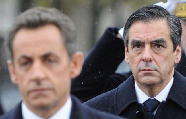 Après l'annonce surprise samedi peu après 19H30 d'une démission du gouvernement en place - une première un week-end sous la Ve République-, l'annonce de la reconduction de François Fillon à Matignon, finalement préféré à Jean-Louis Borloo, est tombée vers 09H50.