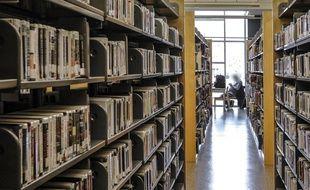 Une bibliothèque (illustration)