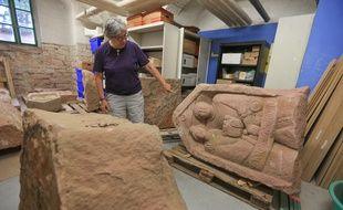 Strasbourg le 15 juin 2015. Présentation de 7 stèles gallo-romaines découvertes à Niederhergheim (Alsace) et actuellement étudiées par le service régional de l'archéologie à Strasbourg. Elles dateraient du IIe siècles.