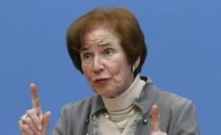 """La """"chasseuse de nazis"""" Beate Klarsfeld, proposée par la gauche radicale pour la présidence allemande, n'a aucune chance d'être élue dimanche mais sa candidature trouble des personnalités de droite à cause de ses liens avec l'ex-RDA."""