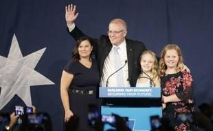 Le Premier ministre australien, Scott Morisson, et sa famille, après son discours de victoire, samedi soir.