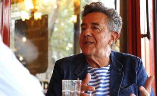 """""""20 Minutes avec"""" Yves Cochet à l'occasion de la sortie de son livre """"Devant l'effondrement"""", un essai de collapsologie, une interview de Fabrice Pouliquen, le 25 septembre 2019, à Paris."""