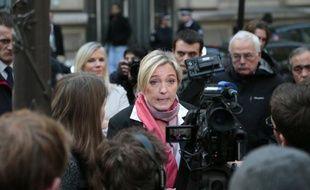 """Marine Le Pen, présidente du Front national, a """"constaté"""" lundi matin la fin d'une UMP déchirée par ses querelles internes."""