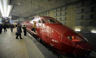 Le trafic ferroviaire en Belgique, tant national qu'international, était complètement paralysé mardi vers 9H45 (07H45 GMT) en raison d'une grève de 24 heures lancée lundi soir par les cheminots belges, a indiqué Infrabel, la société gestionnaire du réseau.
