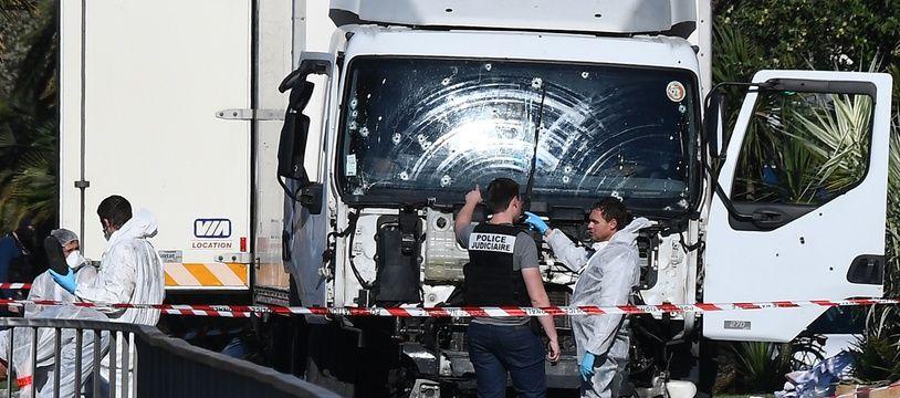 Le camion utilisé par un terroriste pour tuer 86 personnes à Nice