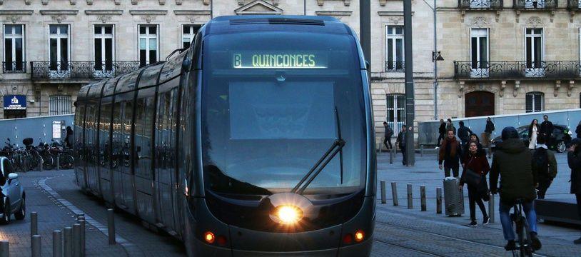 Tramway et vélo à Bordeaux