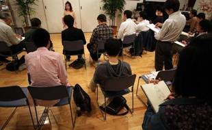 """Des participants à une session de la """"Virgin Academia"""", le 26 avril 2015 à Tokyo"""