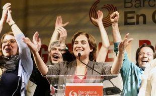 Ada Colau, dirigeante de Barcelona en Comu célèbre les résultats du premier tour lors d'une conférence de presse le 24 mai 2015.