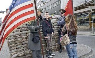 Checkpoint Charlie est devenu l'un des sites touristiques les plus visités.