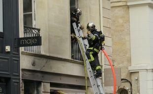 Intervention des pompiers lors d'un incendie rue Voltaire à Bordeaux le 28 septembre 2014