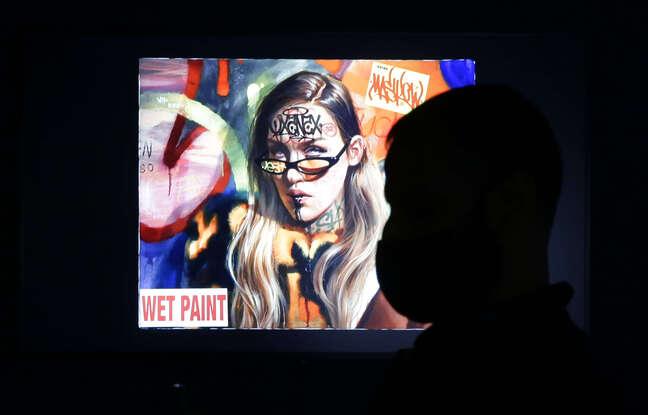 648x415 personne regardant uvre dematerialisee nouveau musee new yorkais dedie nft