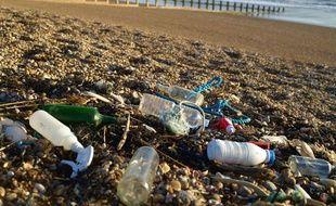 Des déchets plastique sur une plage britannique.