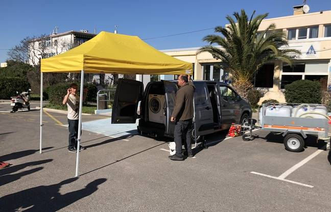 L'installation complète de la lavo'mobile d'Emmaüs à Marseille.