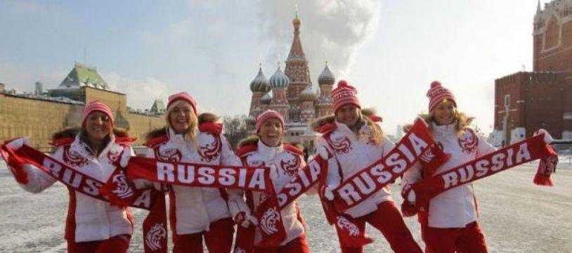 La Russie mène devant l'Espagne 2 à 0 après la victoire de Maria Sharapova devant Silvia Soler-Espinosa 6-2, 6-1 et celle de Svetlana Kuznetsova face à Carla Suarez Navarro 6-3, 6-1, samedi, au premier tour du groupe mondial de la Fed Cup de tennis, à Moscou