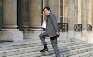 """Le Premier ministre François Fillon a insisté lundi sur le fait que l'Etat gardait le """"contrôle"""" du groupe constitué par la fusion de GDF et Suez, avec une participation du secteur public """"d'environ 40%"""" dans la nouvelle entité."""