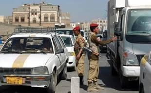 Des hommes armés ont enlevé deux touristes sud-africains lundi à Taëz, dans le centre du Yémen, dans le cadre d'un différend foncier entre un chef tribal et les autorités locales, ont indiqué des responsable des services de sécurité.