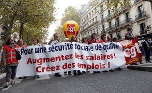 Plusieurs milliers de personnes manifestent à Paris à l'appel de la CGT pour dénoncer le projet de budget de la Sécurité sociale, le 16 octobre 2014