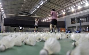 En plein essor, le badminton n'a aucun souci à faire le plein de licenciés à Paris. Faute de créneaux disponibles, les clubs sont obligés de limiter leur nombre de licenciés.