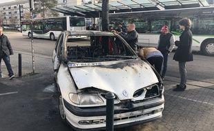La voiture de Royal de Luxe à Bellevue a été incendiée