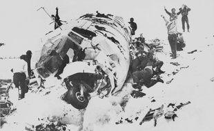 Le 21 décembre 1972, une partie de l'équipe de rugby du Chili est retrouvée 70 jours après l'accident de leur avion dans la Cordillère des Andes.