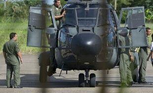 Une mission humanitaire part lundi en Colombie pour aller chercher dans la jungle les plus anciens otages des Farc, six policiers et quatre militaires, que la guérilla marxiste s'est engagée à relâcher dans un geste de paix.