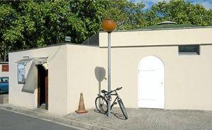 La mosquée du port de Gennevilliers, assez peu fréquentée hier, devrait être détruite entre aujourd'hui et demain.
