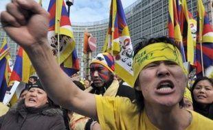 Plusieurs milliers de manifestants ont protesté en Europe, en Australie et aux Etats-Unis contre la répression au Tibet, et jusque devant le siège du Comité international olympique (CIO) à Lausanne (Suisse), sommé de sortir de son silence.