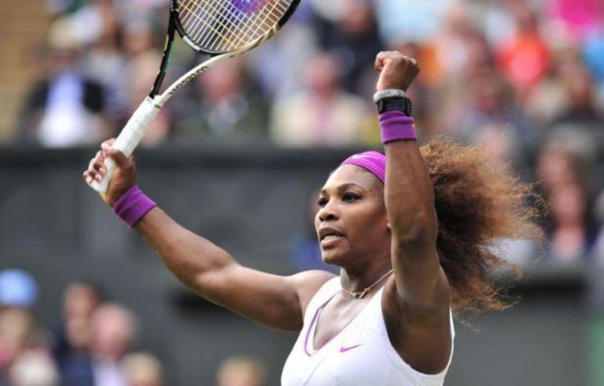 L'Américaine Serena Williams a gagné Wimbledon pour la cinquième fois en battant la Polonaise Agnieszka Radwanska en trois sets 6-1, 5-7, 6-2 samedi en finale. – Glyn Kirk afp.com