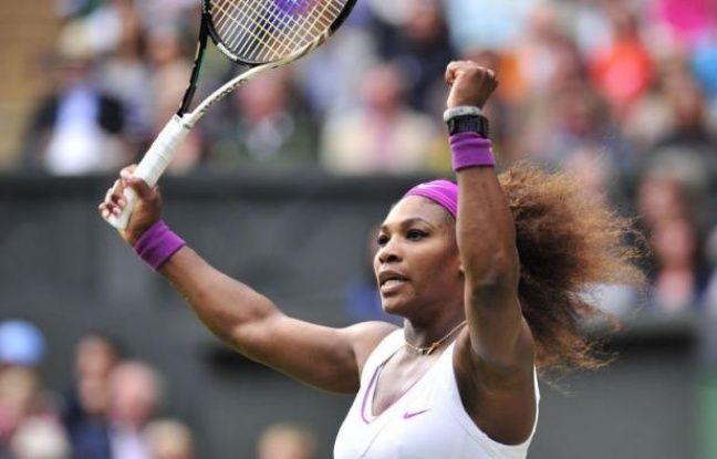 L'Américaine Serena Williams a gagné Wimbledon pour la cinquième fois en battant la Polonaise Agnieszka Radwanska en trois sets 6-1, 5-7, 6-2 samedi en finale.