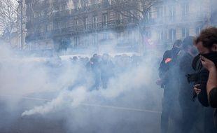 Heurts sur la place de la République en marge de la manifestation contre la loi travail, le 14 avril 2016.