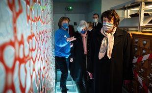 Roselyne Bachelot visite la médiathèque l'Apostrophe à Chartres le 16 janvier 2021