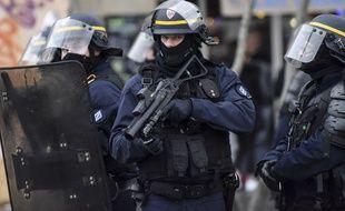 Illustration d'un lanceur de balle de défense (LBD) ici lors d'une manifestation à Nantes.