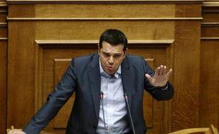 Alexis Tsipras plaide pour l'adoption du troisième plan d'aide à la Grèce, le 14 août 2015 face aux députés à Athènes