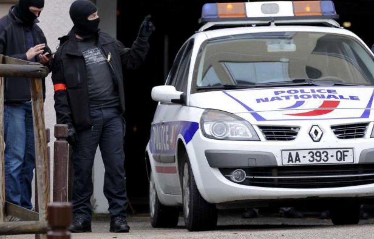 Des policiers lors d'une opération antiterroriste en Ile-de-France, le 10 octobre 2012. – A.GELABART/20MINUTES