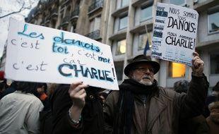 Rassemblement devant l'ambassade du Danemark à Paris après les fusillades de Copenhague, le 15 février 2015.