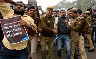 Une intervention de la police lors des manifestations à New Delhi le 19 décembre 2019.