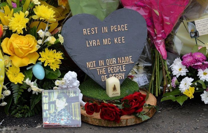 Irlande du Nord: Deux jeunes hommes interpellés après la mort d'une journaliste