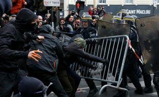 Heurts entre manifestants et forces de l'ordre, le 29 novembre 2015 à Paris