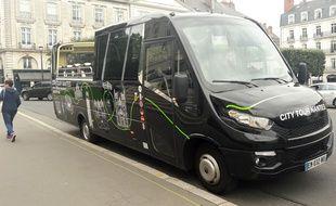 nantes que vaut le nouveau city tour qui a remplac le grand bus touristique rose. Black Bedroom Furniture Sets. Home Design Ideas