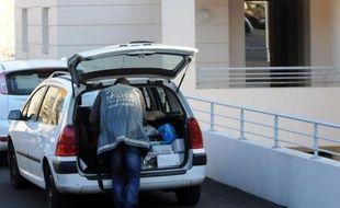 """Deux des quatre personnes grièvement blessées dans la nuit de vendredi à samedi dans une résidence de Sète (Hérault) par un voisin """"excédé"""" par le bruit, sont mortes samedi."""