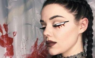 Mademoiselle, je crois que vous avez un couteau dans l'oeil. Ah, bon, 'est Halloween...