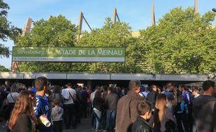 Foule devant le stade de la Meinau avant la rencontre Racing club de Strasbourg-Colomiers, le 22 mai 2015.