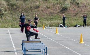 Des élèves lors d'une activité sportive le 18 mai 2020 à Pacy-sur-Eure.