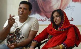 Un couple pakistanais inter-religieux, Naadir Maan et sa femme Saba, le 9 mai 2014 dans leur appartement de Faisalabad