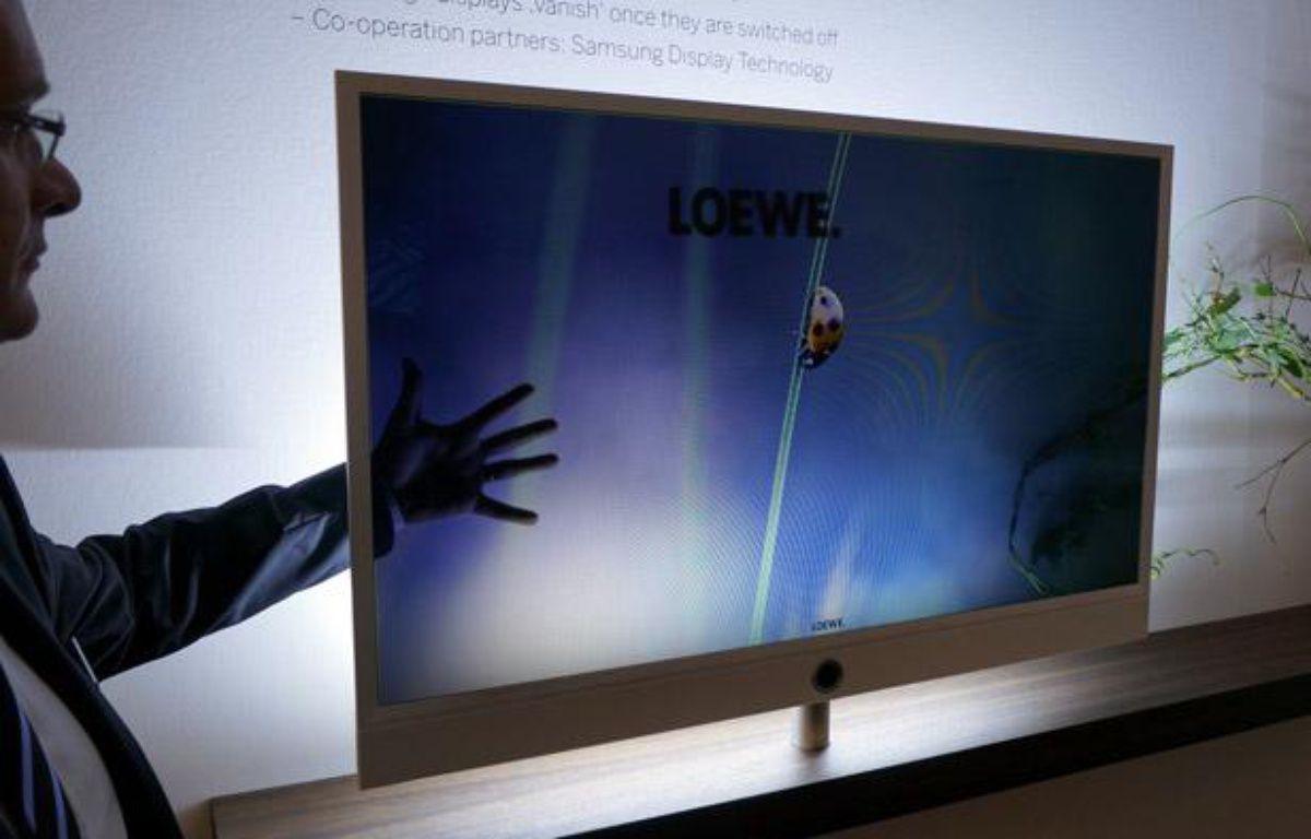 L'Allemand Loewe est à l'origine d'Invisio, un téléviseur à l'écran entièrement transparent. – CHRISTOPHE SEFRIN / 20 MINUTES