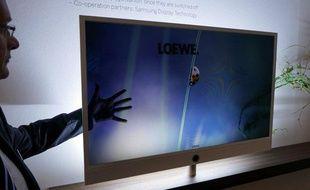 L'Allemand Loewe est à l'origine d'Invisio, un téléviseur à l'écran entièrement transparent.