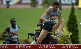 L'athlète français Mahiedine Mekhissi, lors de son record d'Europe du 3000m steeple, le 6 juillet 2013 au Meeting Areva au stade de France à Saint-Denis.