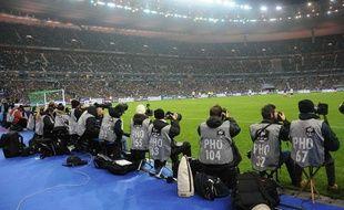 Des photographes avant le match amical France-USA au Stade de France, le 11 novembre 2011.